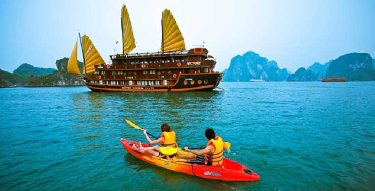 Mise en suspension temporaire du service de kayak sur la baie Ha Long