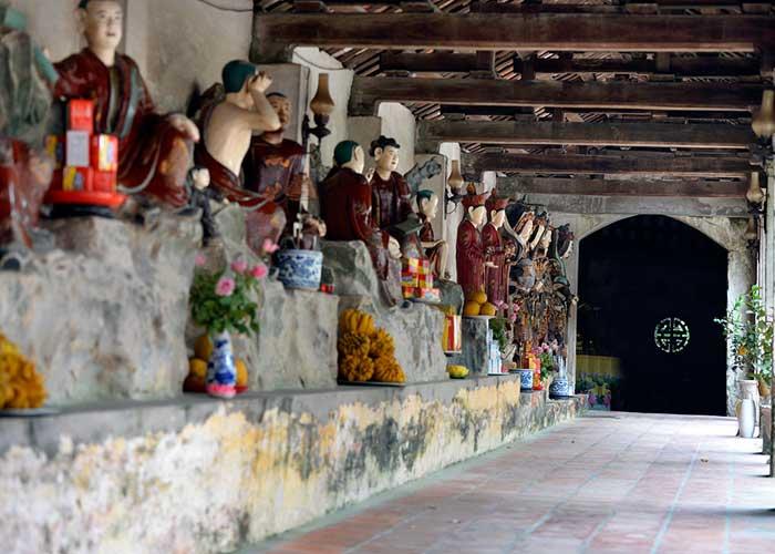 ancien village nom statues argile