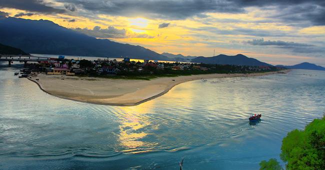 belle plage vietnam lang co hue