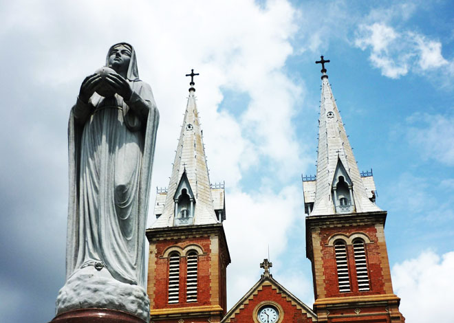 cathedrale notre dame saigon statue vierge marie