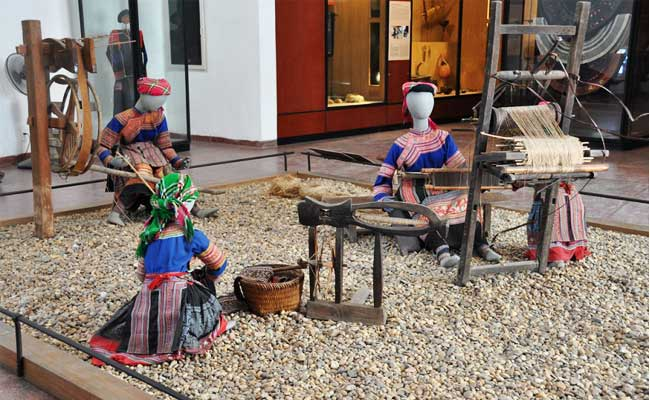 circuit vietnam 12 jours hanoi musee ethnographie