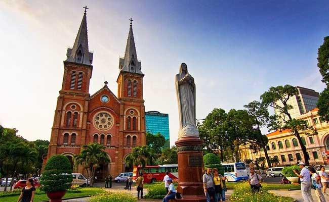 circuit vietnam 14 jours ho chi minh ville cathedrale