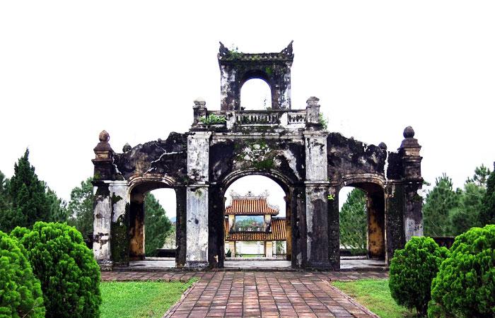 cite imperiale hue alentours temple litterature