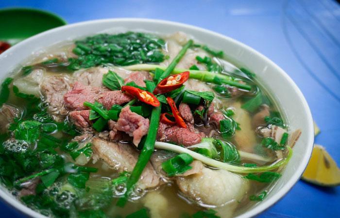 cuisine de rue vieux quartier hanoi soupe pho