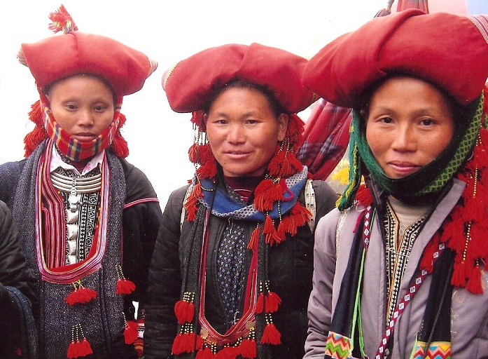 ethnie dao rouge habit traditionnel sapa