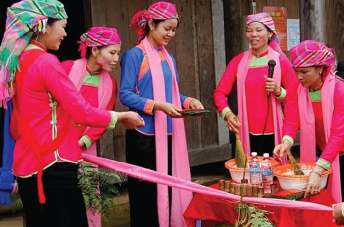 ethnie giay habit traditionnel sapa vietnam