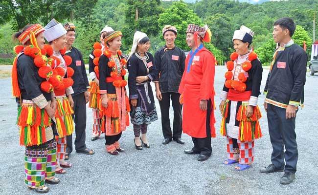 ethnie dao tenue traditionnelle