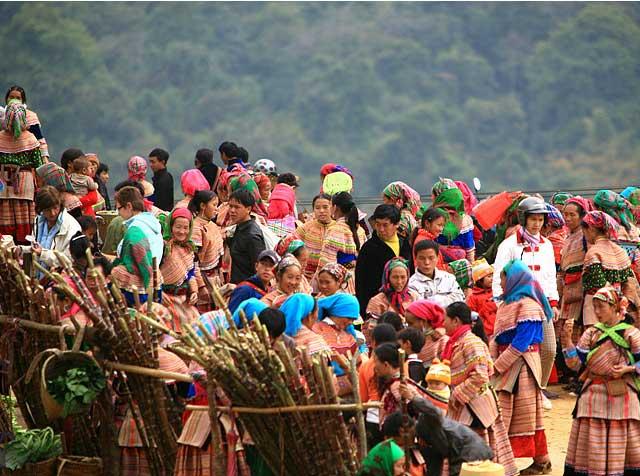 ethnie hmongs barioles marche ethnique