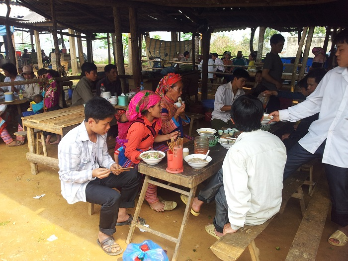 marche heddomadaire coc ly visiter  bac ha cantine
