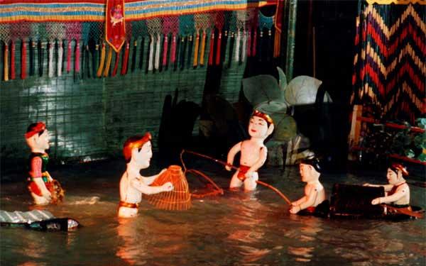 marionnettes sur eau pecheurs hanoi