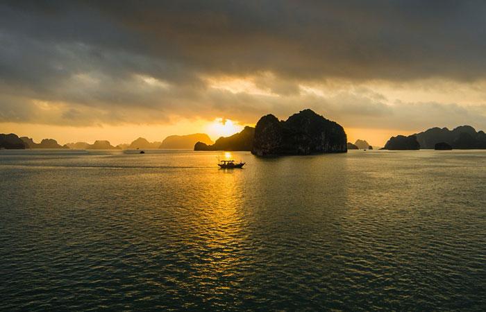 partir vietnam en avril baie halong