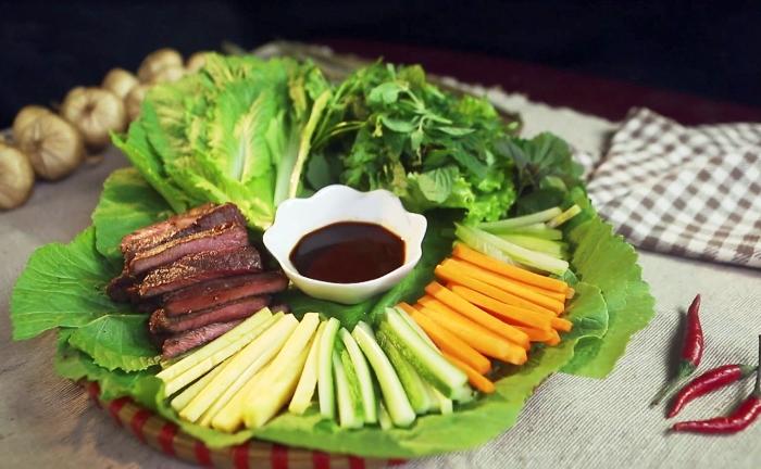 Recette de rouleau du bœuf avec feuille de moutarde