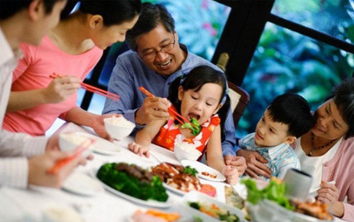 repas familial vietnamien moderne