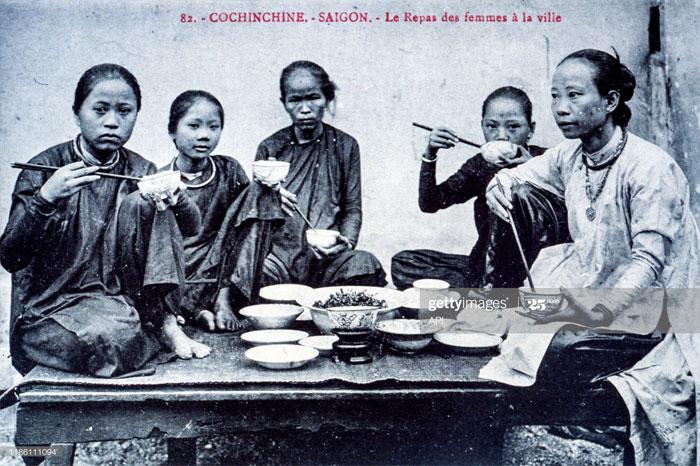 repas vietnam saigon femmes