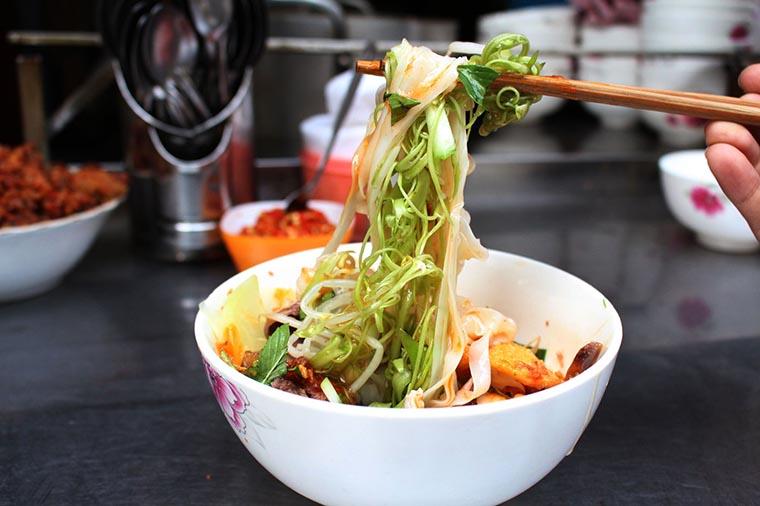 plats typiques de sapa salade de pho