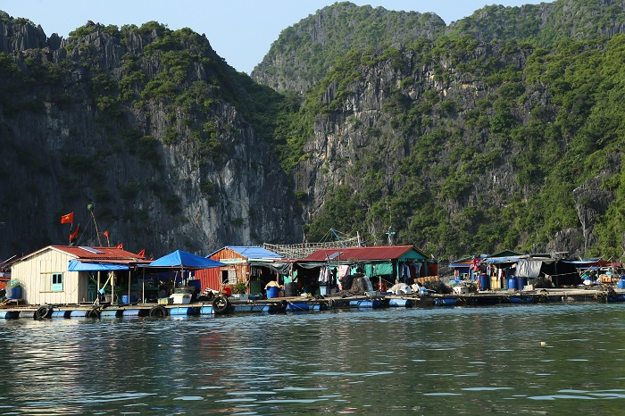 sejour vietnam authentique marche flottant halong