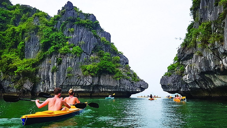 top 3 choses baie halong kayak