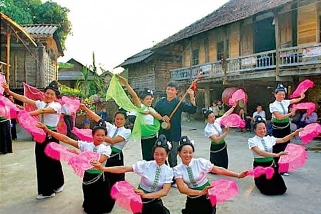 vallee mai chau danse traditionnelle xoe thai