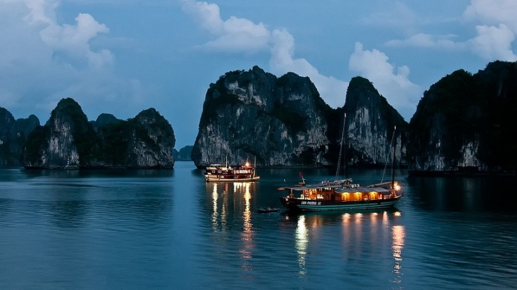 visiter baie halong nuit a bord jonque