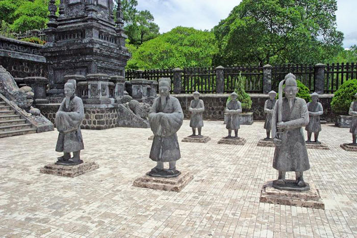 visiter hue vietnam tombe imperial
