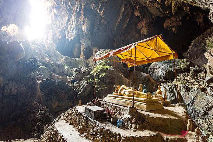 visiter vang vieng grottes