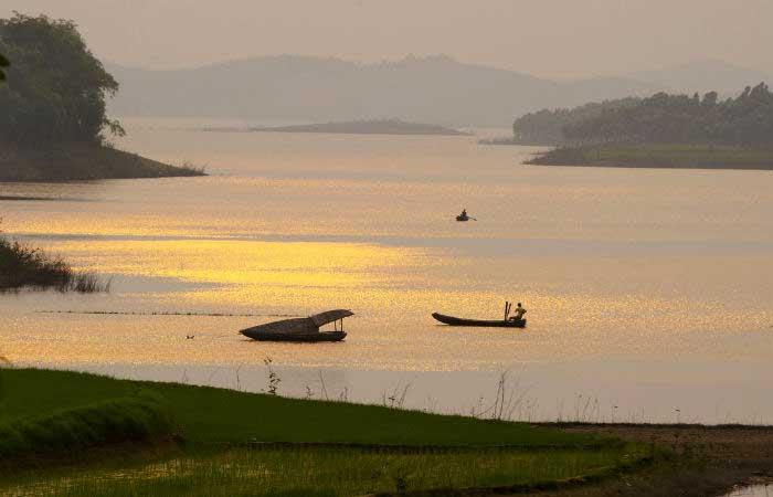 lac de thac ba vietmam croisiere en barque