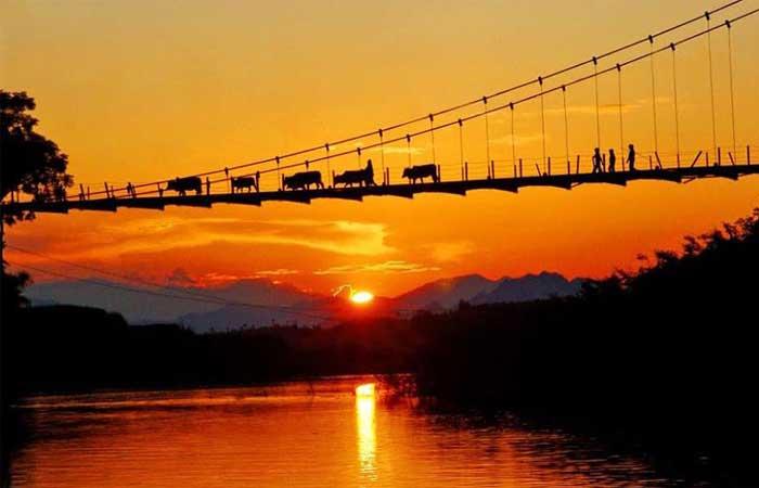lac de thac ba vietnam lever soleil