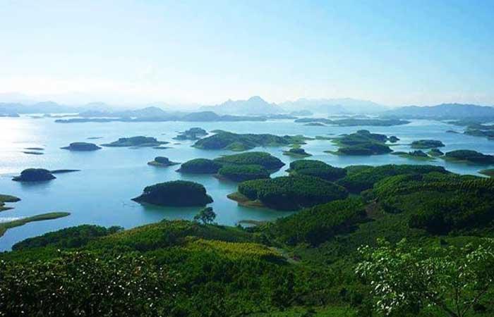 lac de thac ba vietnam panorama