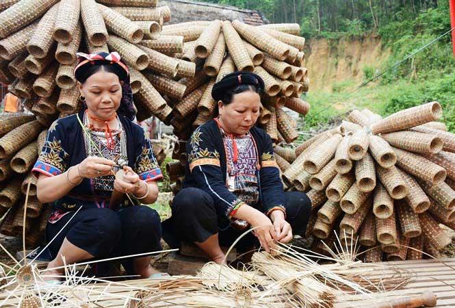 lac de thac ba vietnam village ethnique