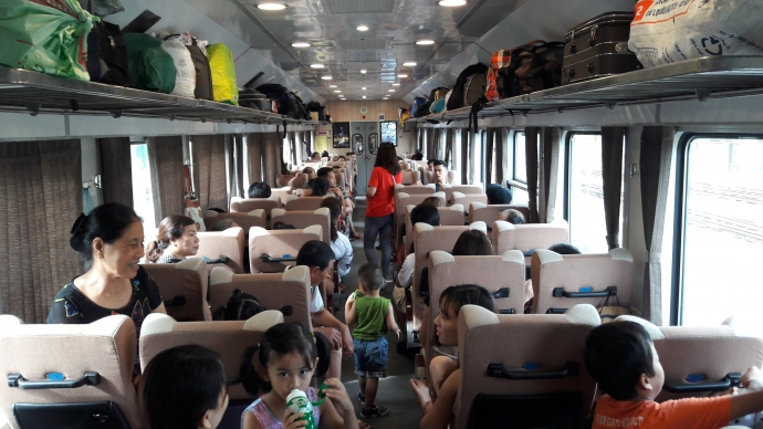voyager en train au vietnam habitants