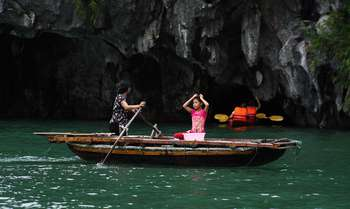 Halong - Pagode de But Thap - Vol pour Hue